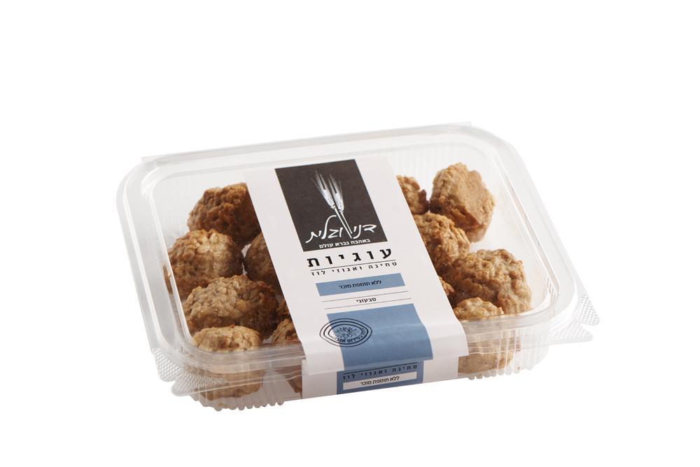 עוגיות טחינה ואגוזי לוז